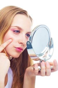 Výběr make-upu (jaký je vhodný a jaký škodí pleti)