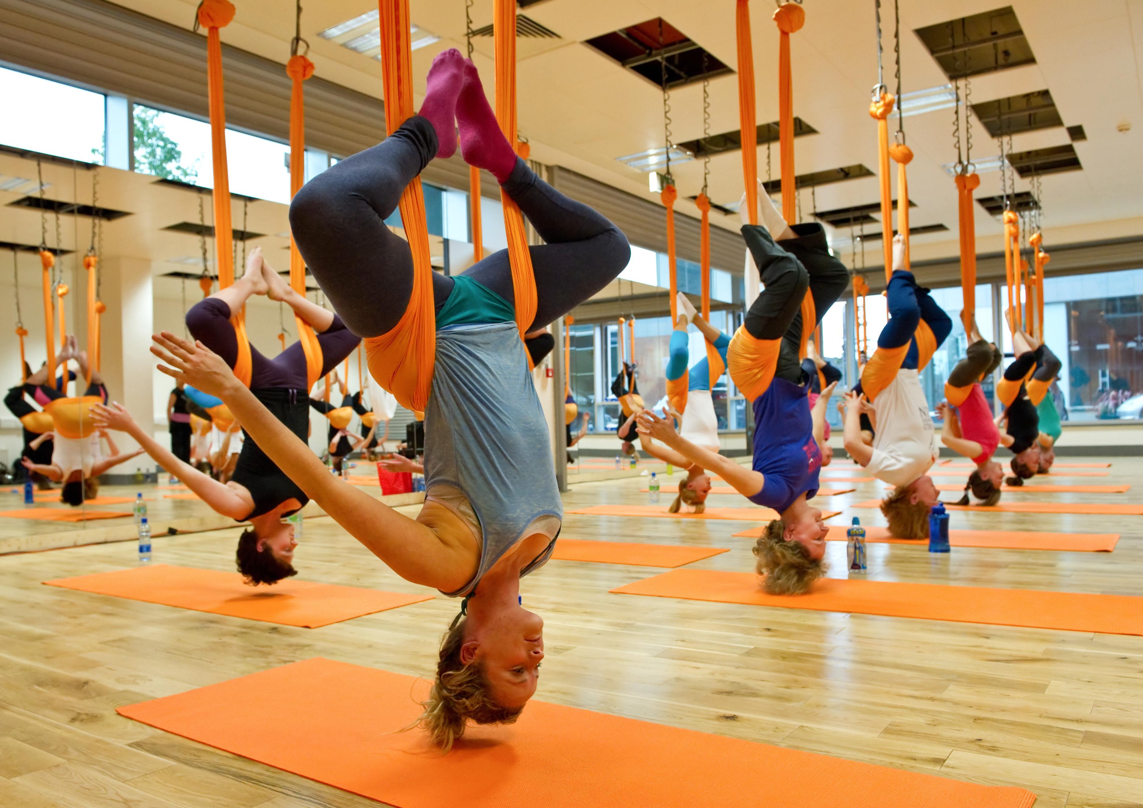 Antigravitační jóga (motýlí cvičení)